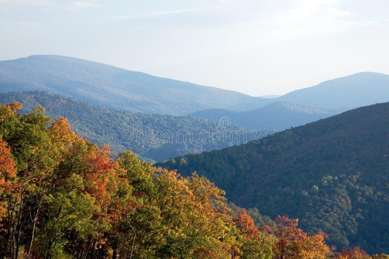 De Bergketen van de herfst stock fotografie