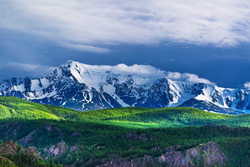 De bergketen van het Noordenchuyskiy Berg Altai royalty-vrije stock foto