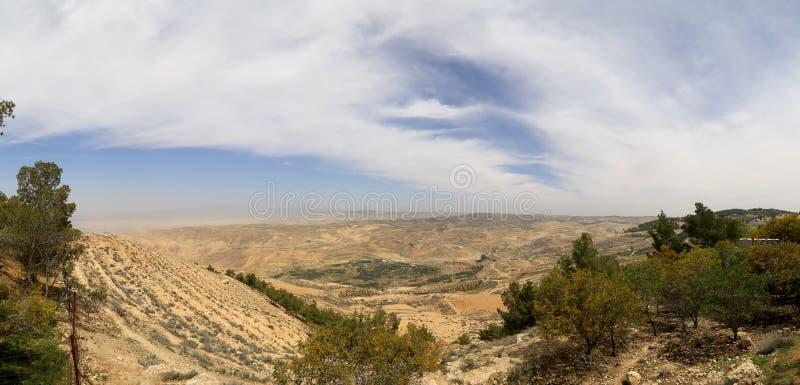 De berglandschap van de panoramawoestijn, Jordanië stock foto's