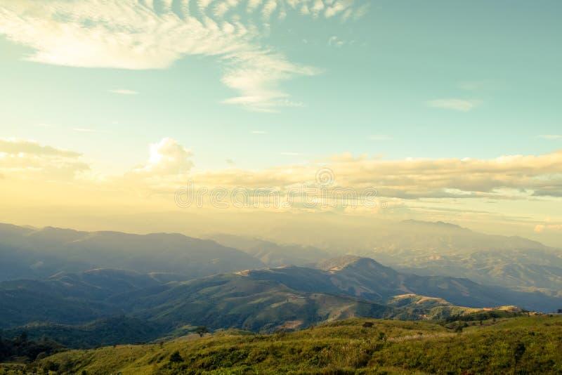 De berglandschap van de zomer royalty-vrije stock fotografie