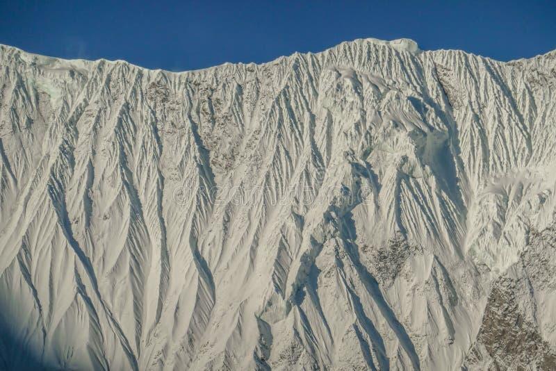 De Bergmuur van Nepal - Himalayan- stock afbeeldingen