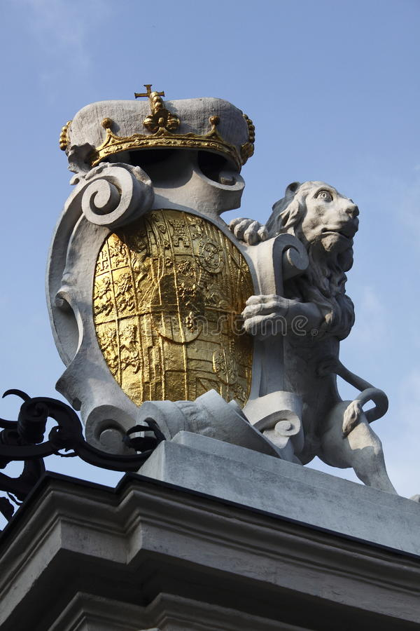 De bergopwaartse ingang van kasteelBelvedere royalty-vrije stock afbeelding