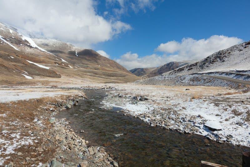 Download De bergrivier stock foto. Afbeelding bestaande uit inheems - 39116192