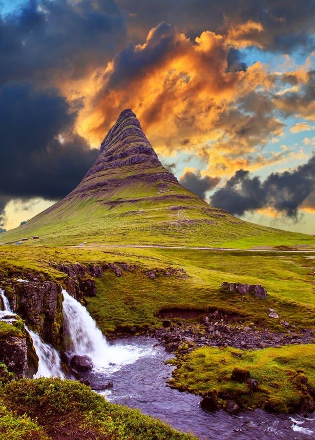 De beroemde berg in IJsland royalty-vrije stock afbeeldingen