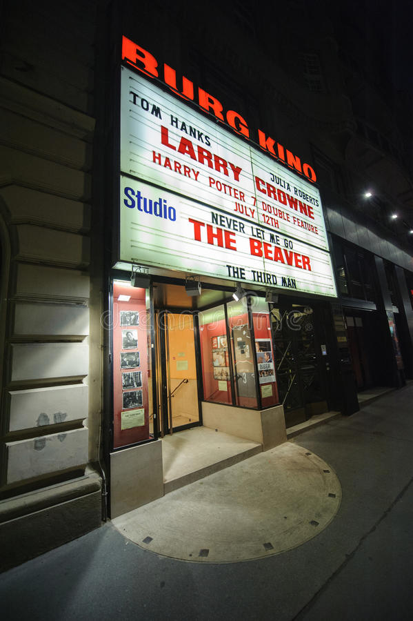De beroemde bioscoop van Burg Kino in het centrum van Wenen, Oostenrijk royalty-vrije stock afbeeldingen