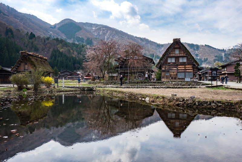 De beroemde boerderijen shirakawa-gaan binnen dorp, Japan stock fotografie