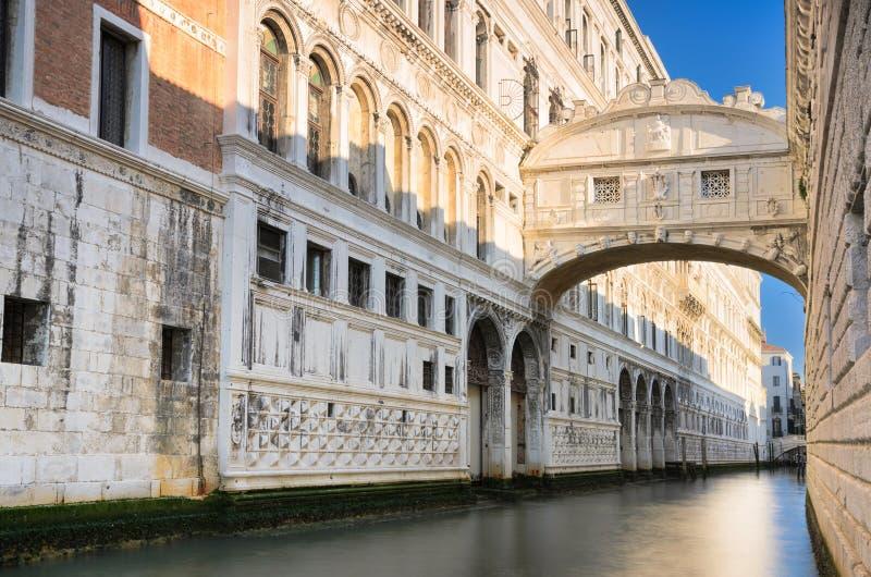 De beroemde Brug van Sighs in Venetië, Italië stock afbeelding