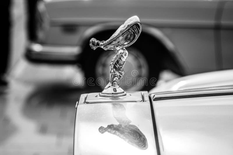 De beroemde embleem` Geest van Vervoering ` op de Zilveren Geest van Rolls Royce royalty-vrije stock afbeelding