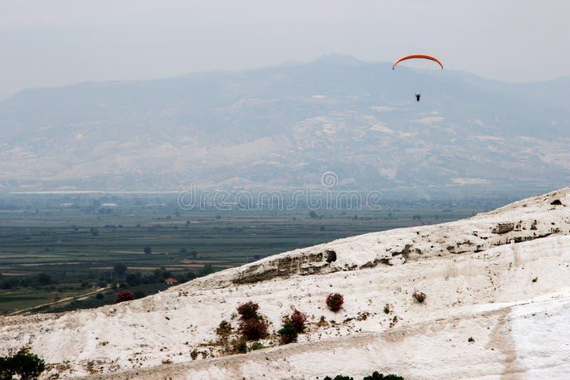 De beroemde en verbazende thermische lentes Pamukkale of Katoenen Kasteel op Denizli-Provincie in Turkije stock fotografie