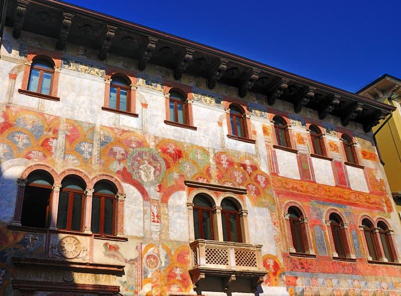 Huizen met Fresko's, Trento, Italië. stock foto's