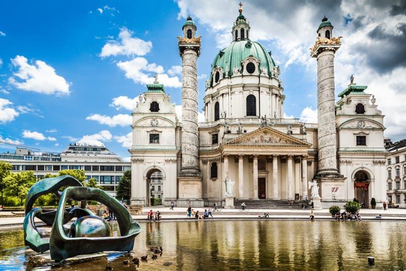 De beroemde Kerk van Heilige Charles (Worstje Karlskirche) in Wenen, Oostenrijk royalty-vrije stock foto