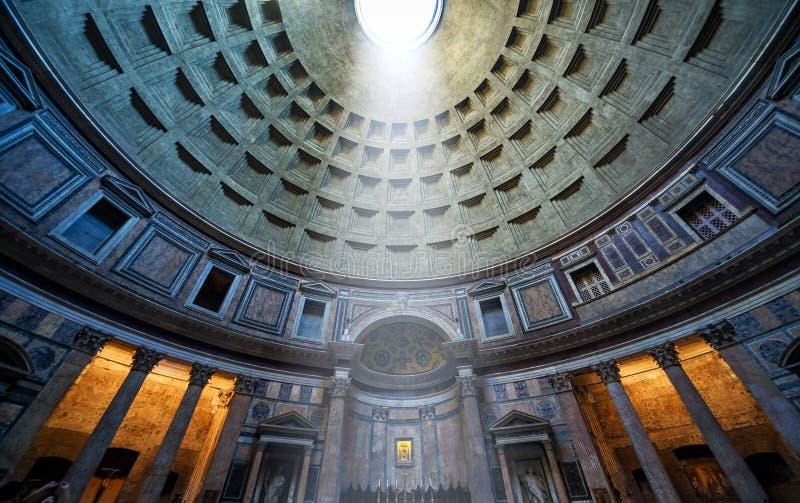 De beroemde lichte straal in Pantheon, Rome stock afbeeldingen