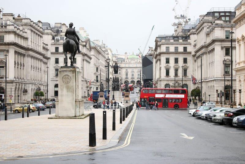 De beroemde oude bus van het stijl rode dubbele dek in Londen-2 royalty-vrije stock foto