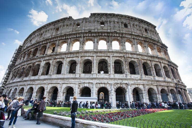 De beroemde plaats Colosseum Het lopen reis Menigte van toeristenmensen HDR royalty-vrije stock afbeeldingen