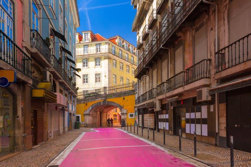De beroemde Roze straat in Lissabon, Portugal royalty-vrije stock afbeeldingen