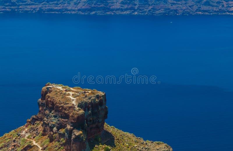 De beroemde Skaros-rots in Santorini-eiland Griekenland stock foto