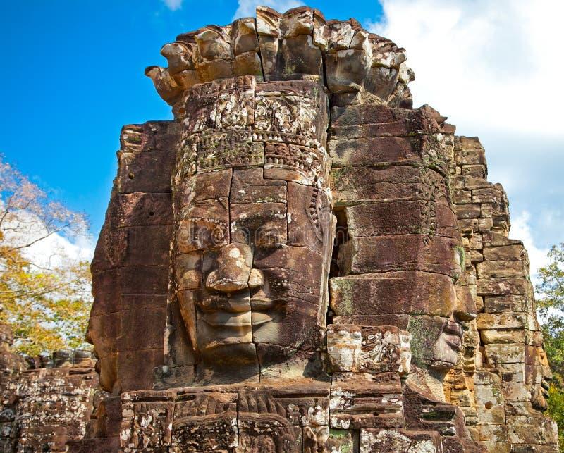 De beroemde standbeelden van het glimlachgezicht van de tempel van Prasat Bayon, Kambodja stock foto