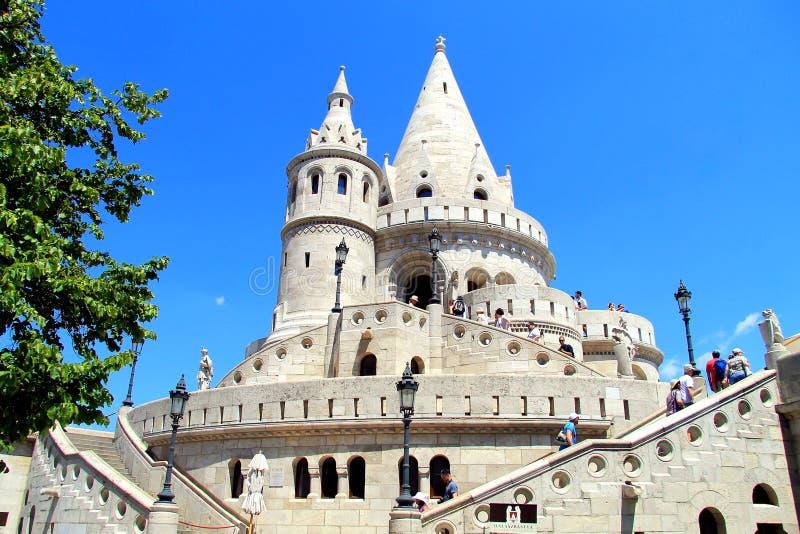 De beroemde toeristische attractie van Boedapest is het Vissers` s Bastion royalty-vrije stock afbeelding