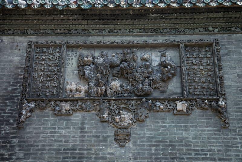 De beroemde toeristische attracties in Guangzhou-de voorouderlijke tempel van stadschina Chen op het dak, baksteen die decoratiev stock fotografie