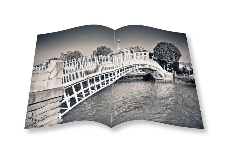 De beroemdste brug in Dublin riep Halve stuiverbrug stock illustratie