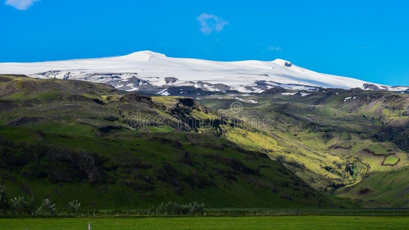 De beruchte Eyjafjallajokull-vulkaan, Zuid-IJsland stock foto's