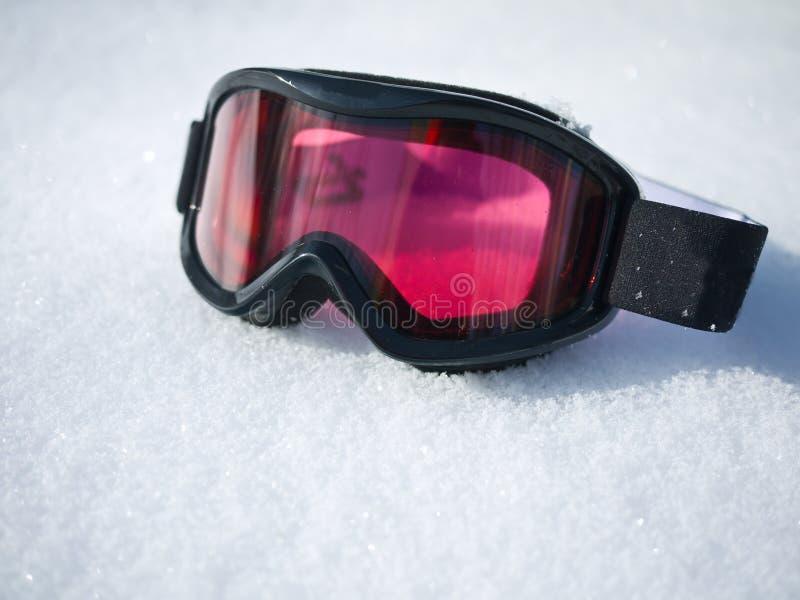 De Beschermende brillen van de ski op Sneeuw stock afbeeldingen