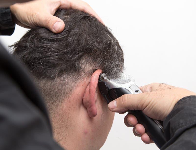 De besnoeiing van het de mensen` s haar van kapperbesnoeiingen royalty-vrije stock foto's