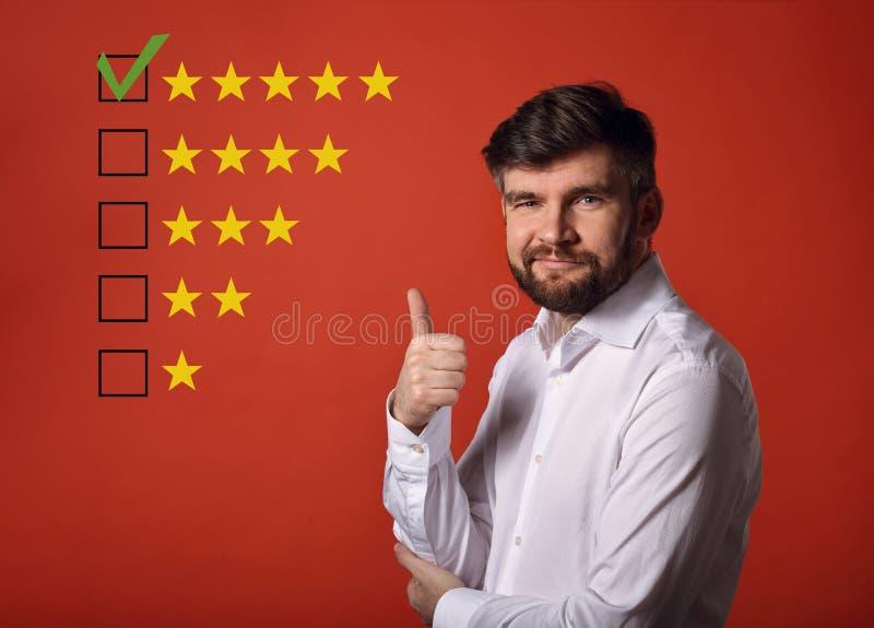 De beste classificatie, evaluatie, online rewiew Gelukkige gebaarde busine stock fotografie