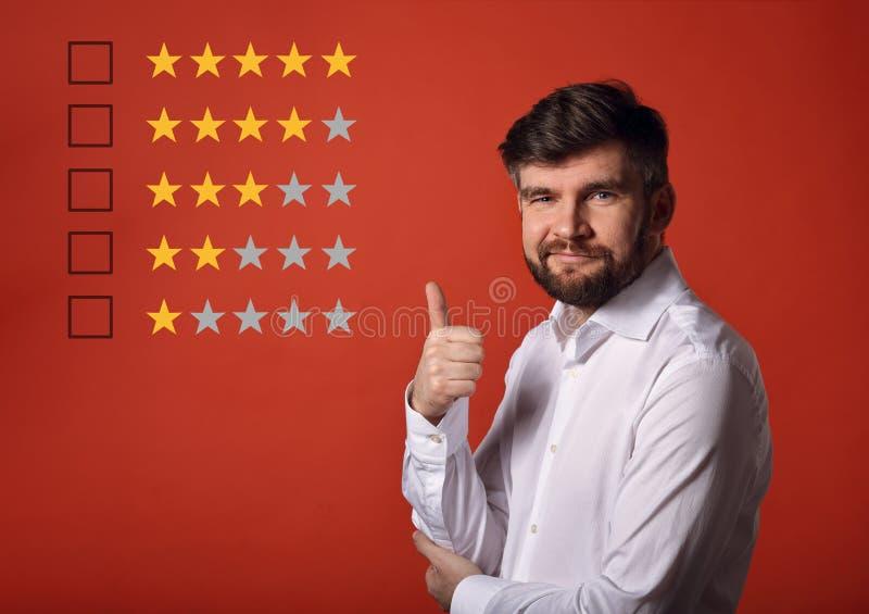 De beste classificatie, evaluatie, online rewiew Gelukkige gebaarde busine royalty-vrije stock foto