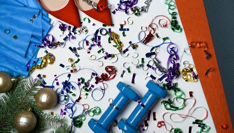 De beste Kerstmisgift voor het actieve wijfje van de persoons pilates yoga plaatste voor oefeningen: Kerstmis van het elastiekje  stock fotografie