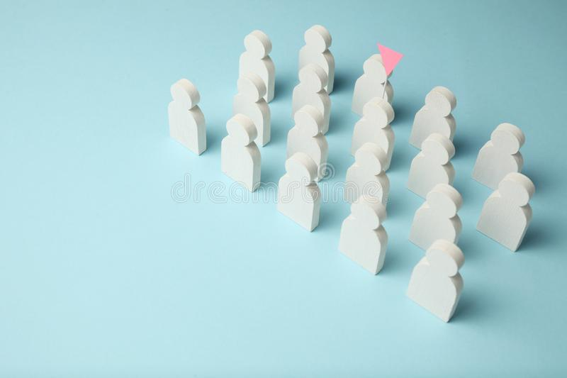 De beste werknemer in het team Concurrentie, selectie voor de positie Witte cijfers van mensen op een blauwe achtergrond, zaken royalty-vrije stock fotografie