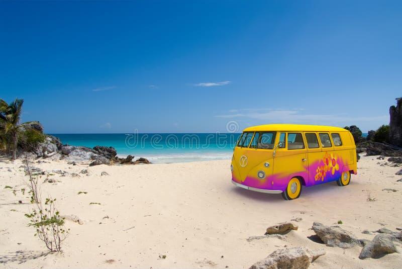 De bestelwagen van de hippie op het strand stock illustratie