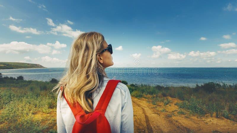 De Bestemmingstoerist van de reisforens het Doorbladeren Concept stock afbeeldingen