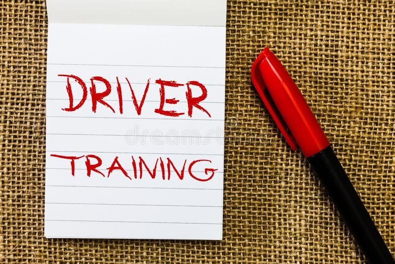 De Bestuurder Training van de handschrifttekst De conceptenbetekenis bereidt een nieuwe bestuurder voor om een bestuurders\ 's ve stock afbeelding