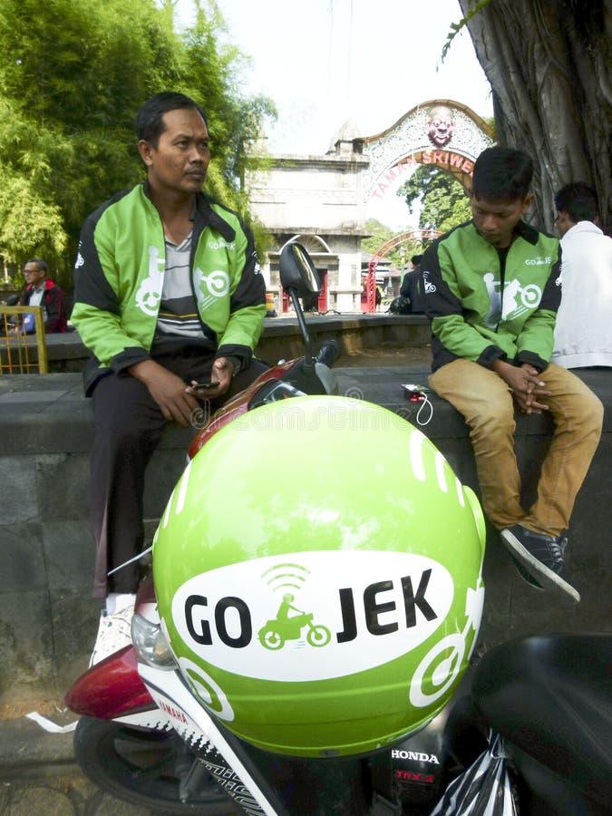 De bestuurder van de motorfietstaxi stock fotografie