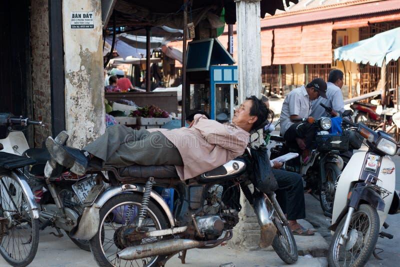 De bestuurder van de motortaxi, Vietnam stock foto's