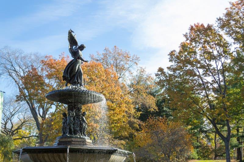 De Bethesda-fontein in een de herfstochtend royalty-vrije stock afbeelding