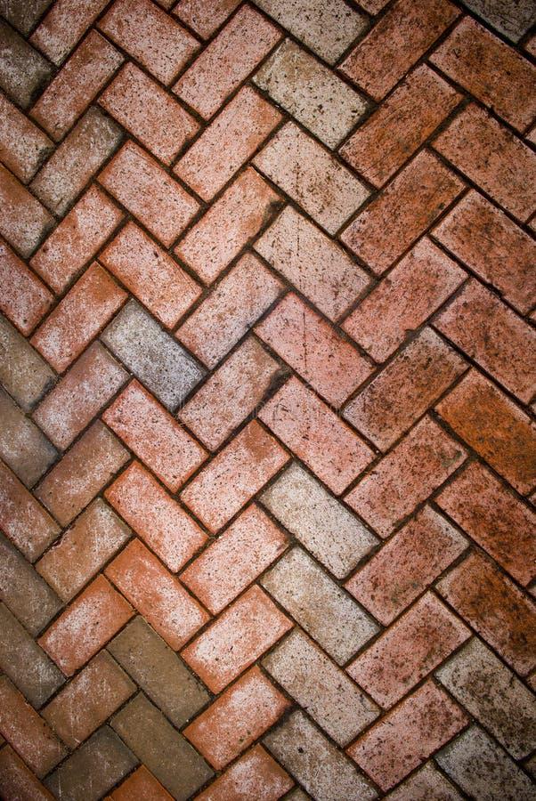 De betonmolens van de baksteen die in vuil worden behandeld royalty-vrije stock afbeelding
