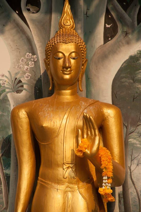 De bevindende voorzijde van Boedha van Kerk op Thaise tempel in Thailand royalty-vrije stock afbeeldingen