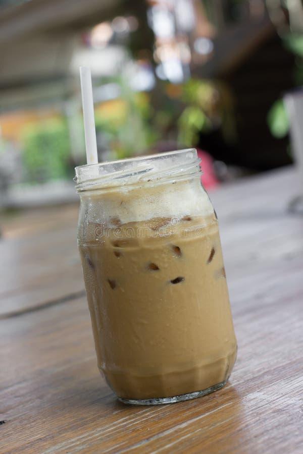 De bevroren koffie met melk is op de lijst royalty-vrije stock afbeeldingen
