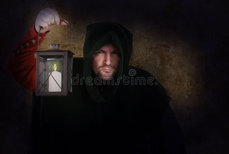 De bewaker van de nacht met een lantaarn stock afbeelding