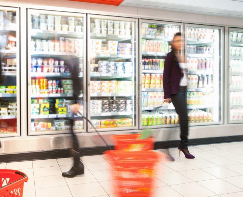 De bezige Opslag van de Kruidenierswinkel stock afbeeldingen