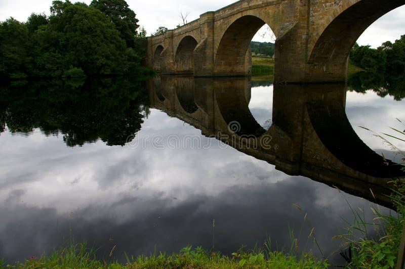 De Bezinning van de brug stock fotografie