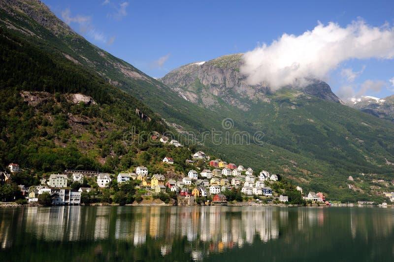 De bezinning van de fjord stock afbeelding