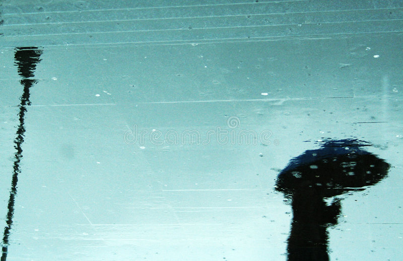 De bezinning van de regen stock afbeeldingen