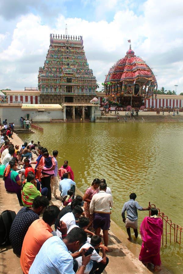 De bezinning van grote tempelauto van Thiruvarur met de grote tempeltank royalty-vrije stock afbeelding