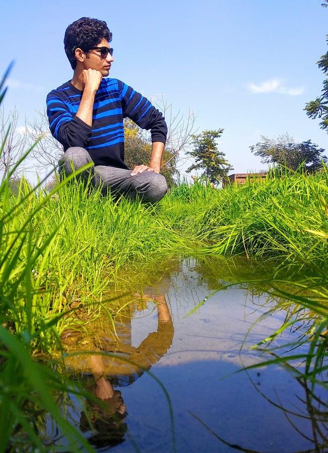De bezinning van het water stock fotografie