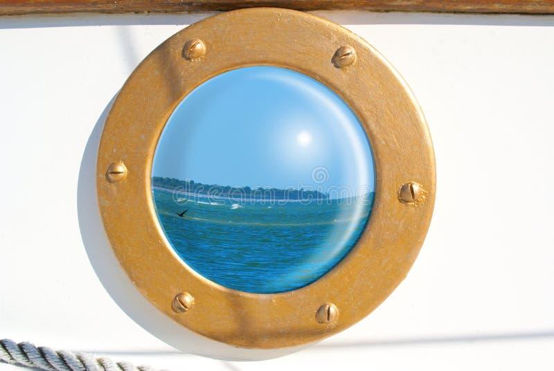De bezinning van het zeegezicht in zeilbootpatrijspoort royalty-vrije stock fotografie