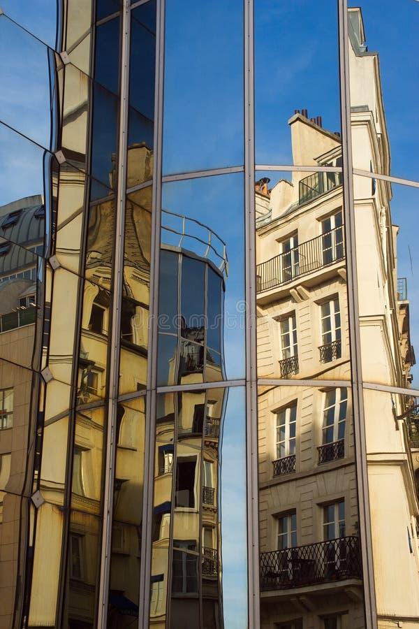 De bezinningen van de architectuur royalty-vrije stock afbeelding