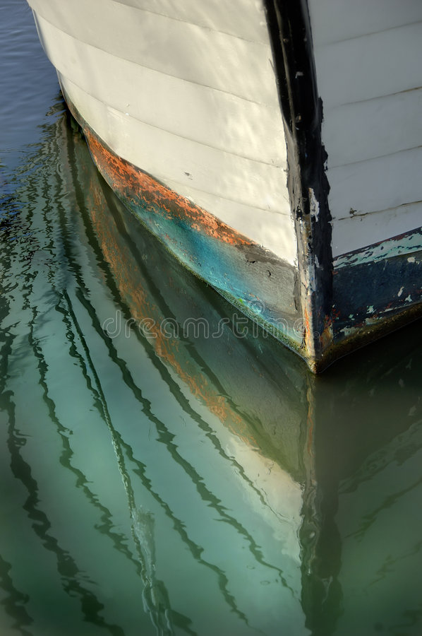 De Bezinningen van de Boog van de boot stock foto's